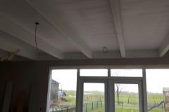 Klaas de Jong Timmerwerken, 022, stal omgebouwd als kamer met balken plafon en hsb wanden, inclusief tuindeurpui