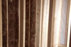 Klaas de Jong Timmerwerken, 023, stal omgebouwd als kamer met balken plafon en hsb wanden, inclusief tuindeurpui
